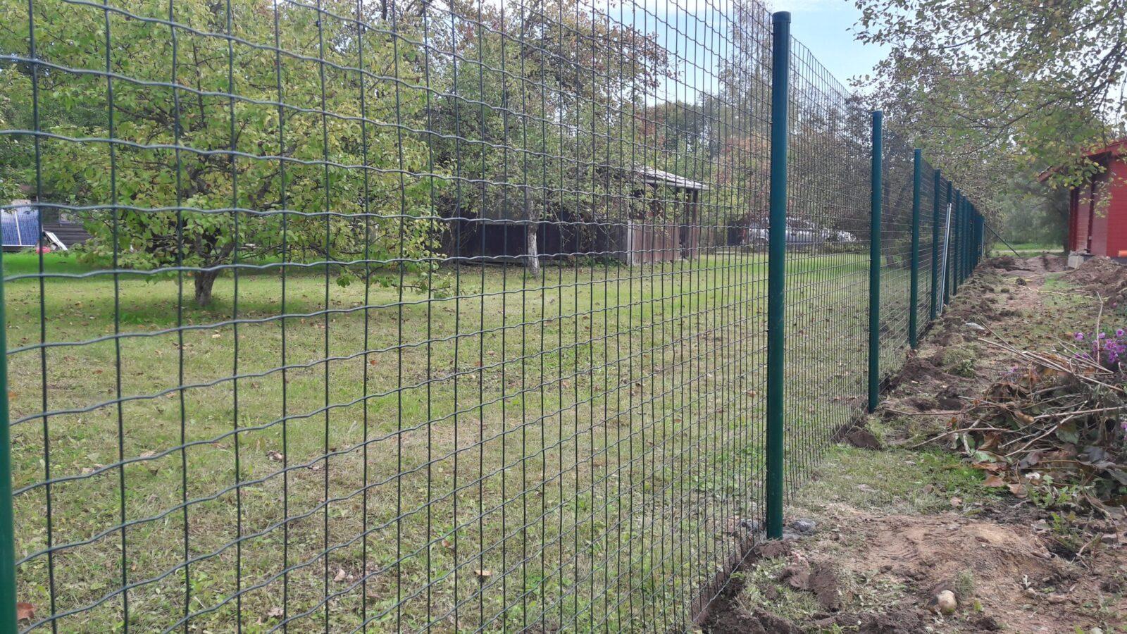 https://zogs.lv/wp-content/uploads/2016/10/Metinātie-ruļļu-žogi-8-scaled.jpg